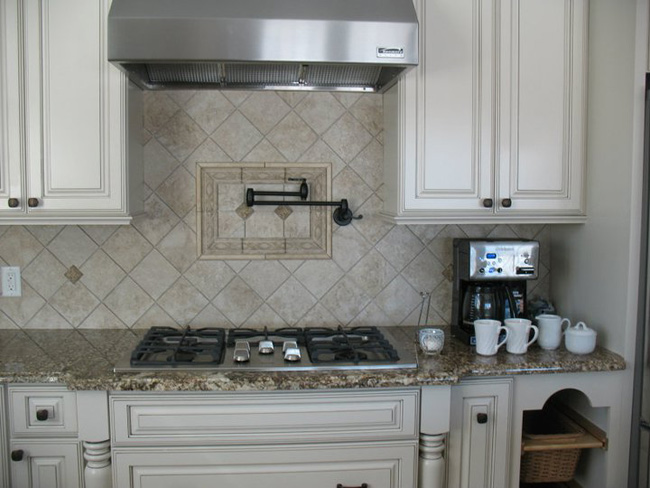 Superbe Natural Stone Backsplash KB012