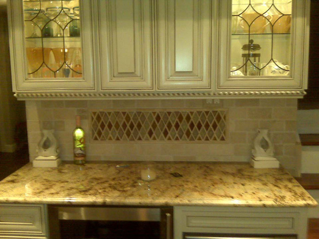 Crackled Glass With Tumbled Marble Backsplash KB008